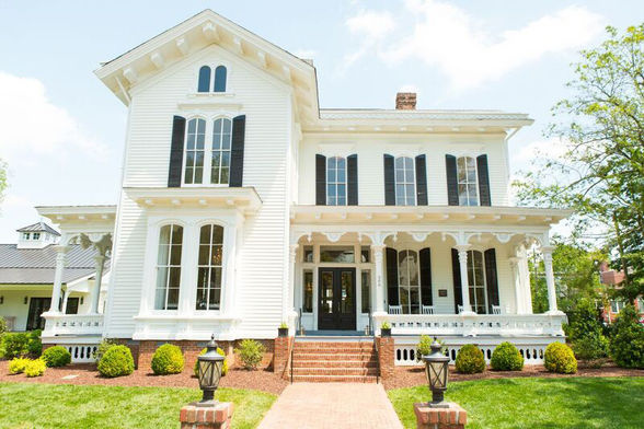 Take a dog-friendly walking tour of downtown Raleigh's historic Blount Street.